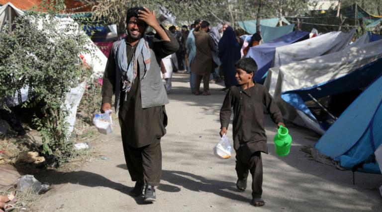 El presidente de Afganistán abandona el país rumbo a Tayikistán