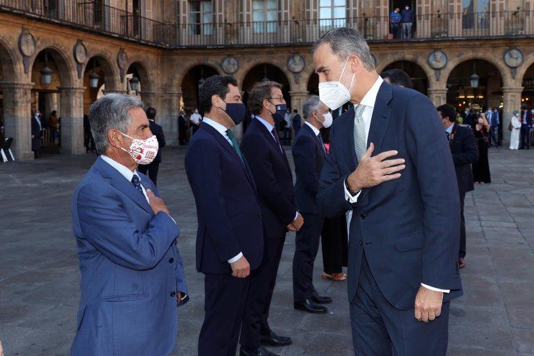 Revilla cree que Juan Carlos debería volver a España «y dar la cara»
