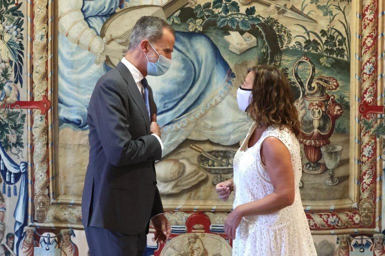 Armengol traslada al Rey que la temporada turística «está funcionando» en Baleares