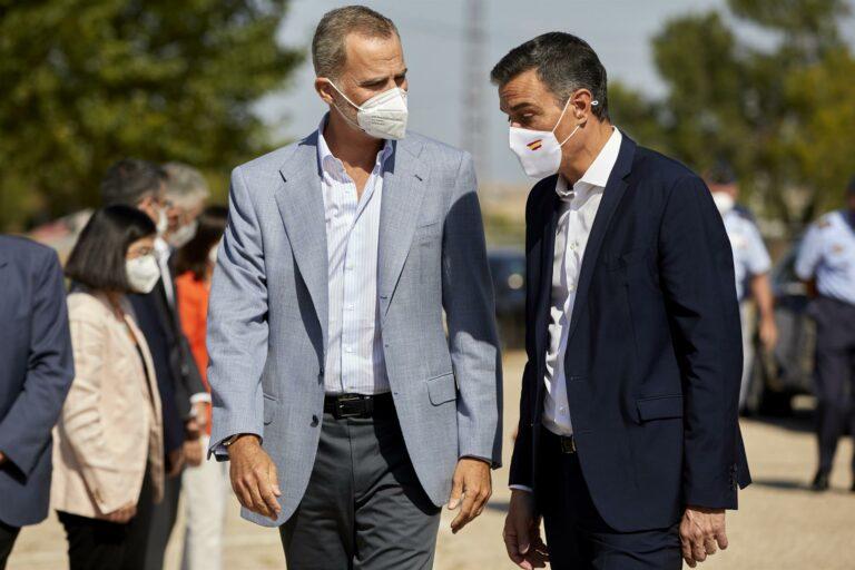El Rey muestra su «reconocimiento» al personal que ha participado en la acogida de afganos a su llegada a España