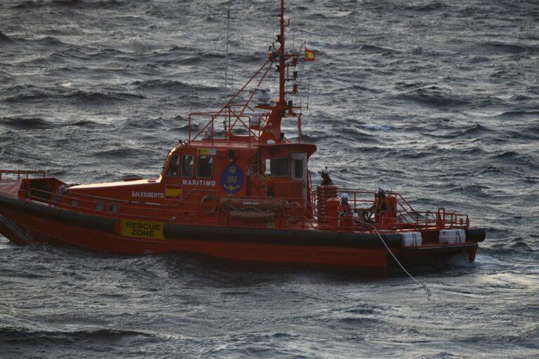 Rescatadas en Ceuta diez personas que navegaban en una patera