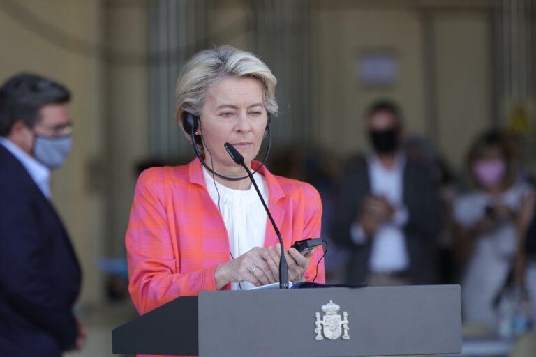 Von der Leyen deja claro que la UE no reconoce al gobierno talibán