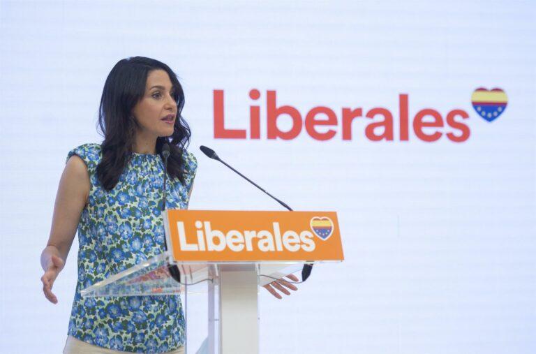 """Arrimadas: """"si PSOE y Podemos estuvieran en la oposición, arderían las calles"""""""