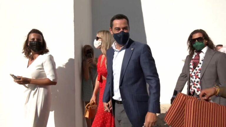 Moreno asiste a la corrida Goyesca de Ronda para expresar su «respaldo» y el de la Junta a la tauromaquia