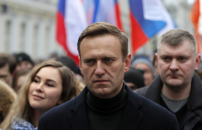 Rusia: el opositor Alekséi Navalni llama a votar al partido comunista contra Putin