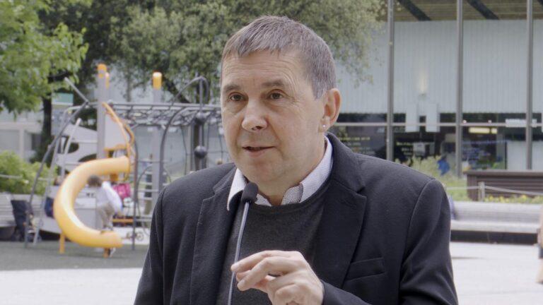 """Otegi traslada a Puigdemont su """"apoyo, solidaridad y fuerza desde Euskal Herria"""""""