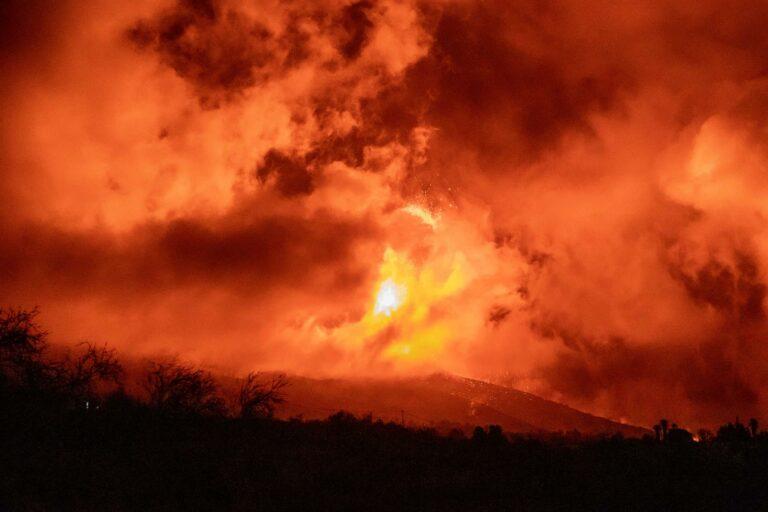 Una nueva colada en La Palma y las cenizas llegan a La Gomera
