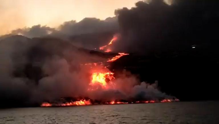 Suspendidos los vuelos hoy en La Palma por la nube de ceniza volcánica