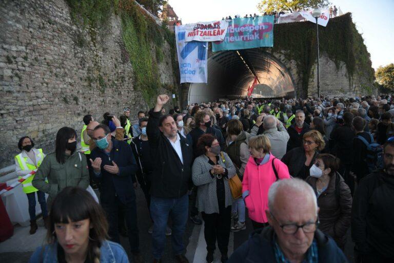 Miles de personas secundan en San Sebastián la marcha de Sare por los presos de ETA con apoyo independentistas catalanes