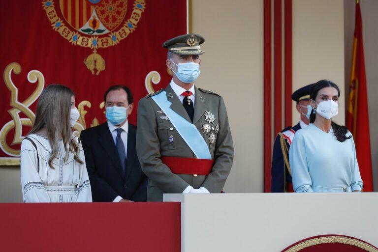 Los Reyes celebran una recepción exprés por el 12-O con el Gobierno en pleno salvo Garzón, Castells y Maroto